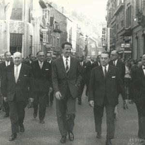 """Maurice Roulin (1965-1973) était bourgmestre et marche a côté du Roi.  Le café était le """"Bleu et Blanc"""", couleurs de la ville, de la brasserie et de l'équipe de football de la ville dont l'exploitant du café (René Guillaume) était un des joueurs...."""